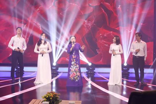 NSND Thu Hiền: Mang hành trang giọng hát vào chiến trường - Ảnh 1.
