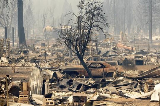 Thị trấn Greenville của bang Califorbia bị xóa sổ trong biển lửa - Ảnh 3.