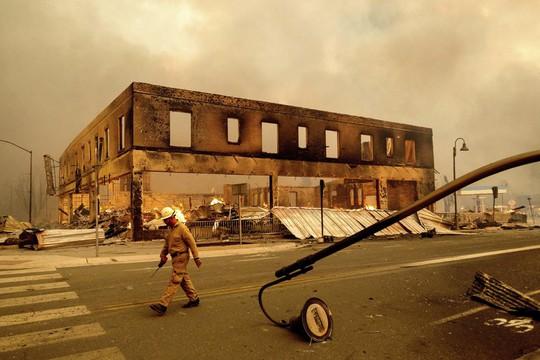Thị trấn Greenville của bang Califorbia bị xóa sổ trong biển lửa - Ảnh 5.