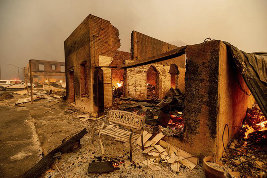 Thị trấn Greenville của bang Califorbia bị xóa sổ trong biển lửa - Ảnh 6.