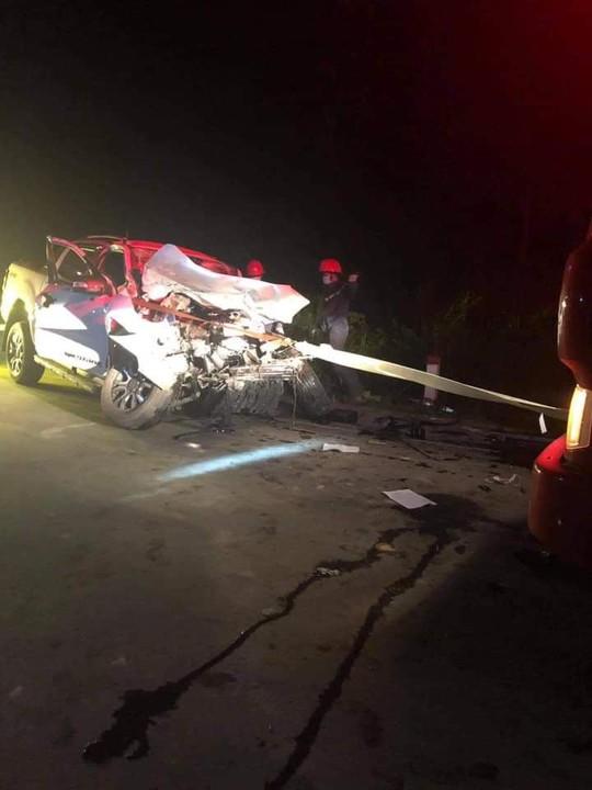 4 cán bộ y tế đi xe bán tải gặp tai nạn, 1 người tử vong - Ảnh 2.