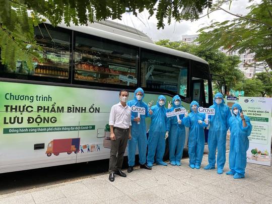 Siêu thị mini di động bán thực phẩm giá bình ổn lần đầu tiên xuất hiện tại TP HCM - Ảnh 6.