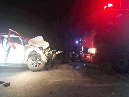 4 cán bộ y tế đi xe bán tải gặp tai nạn, 1 người tử vong - Ảnh 1.