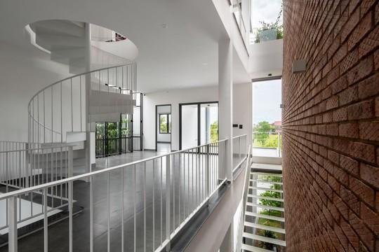 Cải tạo nhà cũ một tầng thành 3 tầng thông thoáng và tiện nghi - Ảnh 8.