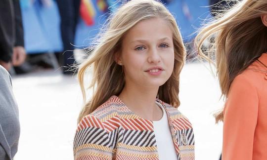 """Công chúa Bỉ đến học ĐH Oxford sau khi tốt nghiệp trường """"Hogwarts của dân hippies"""" - Ảnh 2."""