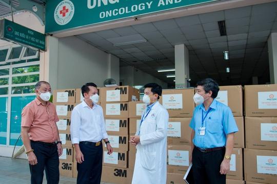 Tập đoàn Hưng Thịnh hỗ trợ trang thiết bị y tế với kinh phí gần 2 tỉ đồng cho Bệnh viện Nhân dân 115 và Gia Định - Ảnh 2.