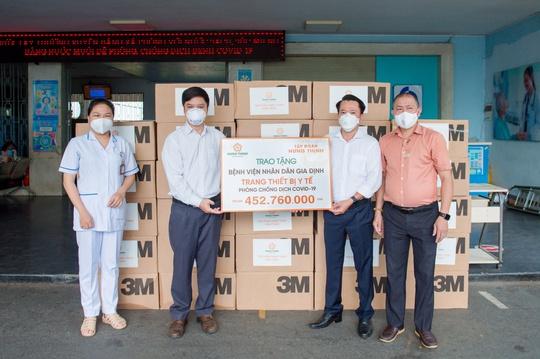 Tập đoàn Hưng Thịnh hỗ trợ trang thiết bị y tế với kinh phí gần 2 tỉ đồng cho Bệnh viện Nhân dân 115 và Gia Định - Ảnh 3.