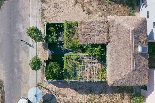 Ngôi nhà đa năng với mái tranh, cây xanh phủ kín ở Quảng Nam - Ảnh 5.