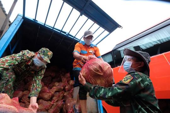 Phương Trang tiếp tục hỗ trợ TP HCM, Bình Dương chống dịch - Ảnh 4.