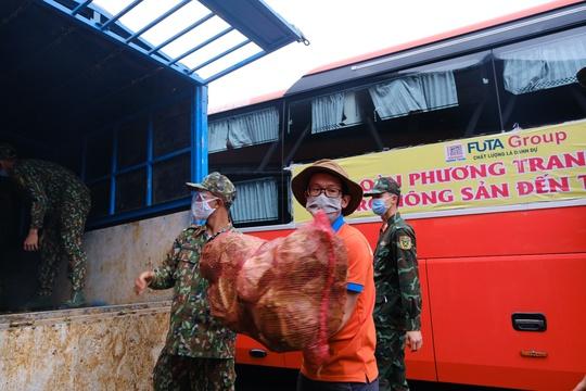 6.000 tấn rau sạch từ Lâm Đồng chuyển tặng TP HCM - Ảnh 1.