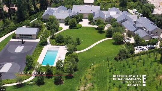 Người đẹp Kim Kardashian bị hàng xóm khởi kiện - Ảnh 2.