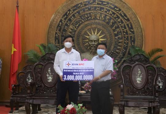 EVNSPC ủng hộ 33 tỉ đồng mua trang thiết bị, vật tư y tế phục vụ điều trị bệnh nhân Covid-19 tại các tỉnh phía Nam - Ảnh 2.