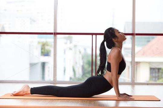 Các bài tập giãn cơ nên tập trước khi đi ngủ và những thay đổi bất ngờ tới sức khoẻ - Ảnh 4.