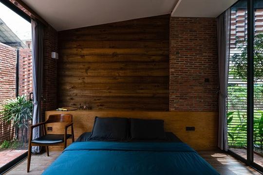 Nhà có vỏ tường gạch rỗng lạ mắt, tràn ngập ánh sáng - Ảnh 11.