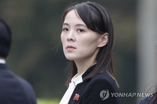 Hàn Quốc đua thử tên lửa, bà Kim Yo-jong dọa mạnh tay - Ảnh 1.
