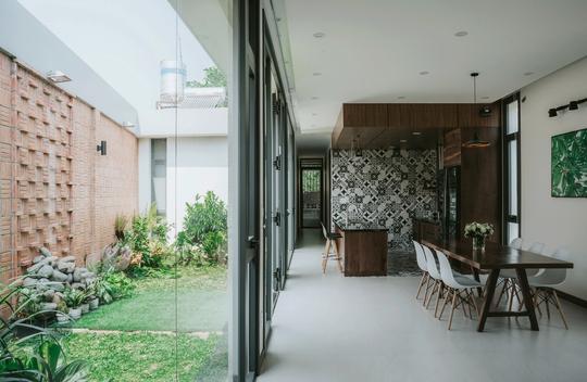 Những căn bếp Việt đầy nắng, gió và cây xanh - Ảnh 7.
