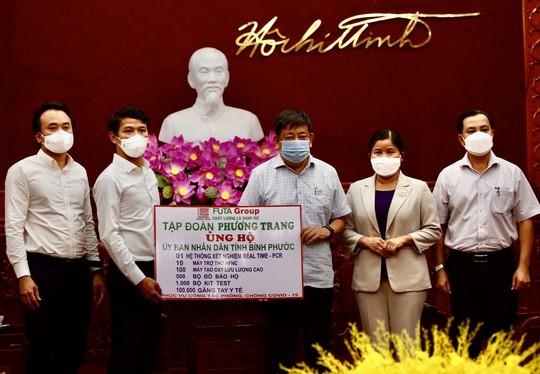Phương Trang tiếp tục hỗ trợ các địa phương chống dịch - Ảnh 2.