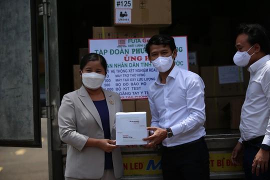 Phương Trang tiếp tục hỗ trợ các địa phương chống dịch - Ảnh 1.