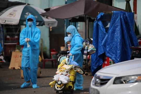 Thêm 700 người dân Phú Yên kẹt ở Bình Dương được đưa về quê - Ảnh 3.