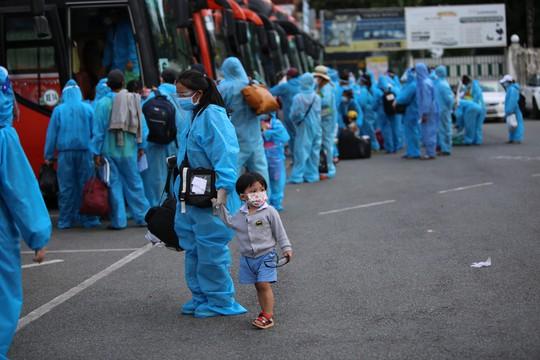 Thêm 700 người dân Phú Yên kẹt ở Bình Dương được đưa về quê - Ảnh 4.