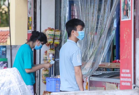 CLIP: Phong toả 1 khu dân cư có ca nhiễm SARS-CoV-2 là người bán rau củ quả online - Ảnh 7.