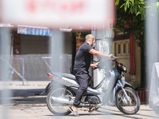 CLIP: Phong toả 1 khu dân cư có ca nhiễm SARS-CoV-2 là người bán rau củ quả online - Ảnh 13.