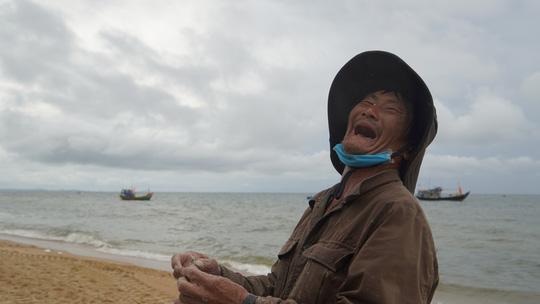Ngư dân Bà Rịa- Vũng Tàu vỡ òa khi cá, tôm đầy thuyền trong ngày đầu mở biển - Ảnh 4.