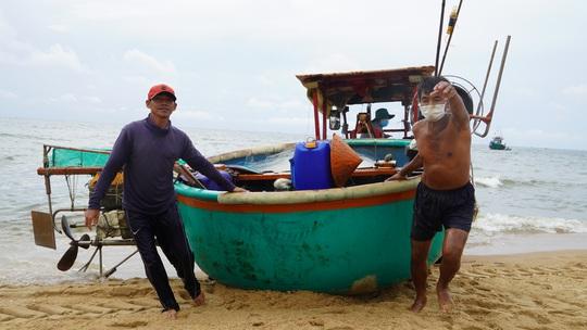 Ngư dân Bà Rịa- Vũng Tàu vỡ òa khi cá, tôm đầy thuyền trong ngày đầu mở biển - Ảnh 6.