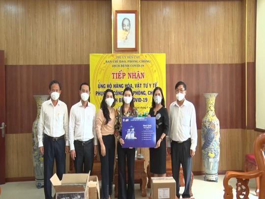Quỹ Từ thiện Kim Oanh tặng 1500 túi thuốc an sinh cho bệnh nhân mắc Covid-19. - Ảnh 1.