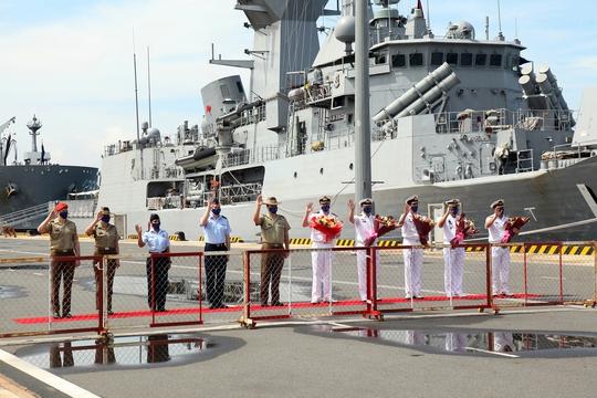 Nhóm tàu tác chiến hải quân Úc thăm Việt Nam - Ảnh 1.