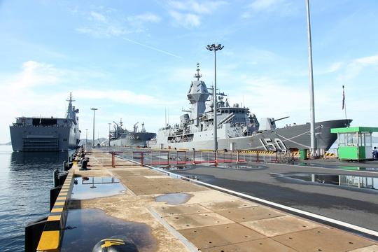 Nhóm tàu tác chiến hải quân Úc thăm Việt Nam - Ảnh 2.