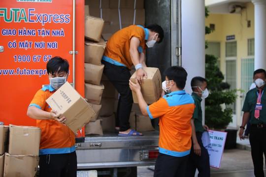 Tập đoàn Phương Trang trao tặng quận Bình Tân thiết bị y tế trị giá 58 tỉ đồng - Ảnh 2.