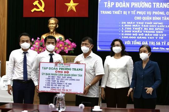 Tập đoàn Phương Trang trao tặng quận Bình Tân thiết bị y tế trị giá 58 tỉ đồng - Ảnh 1.
