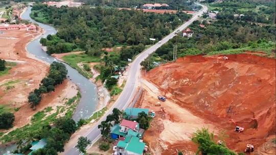 Lâm Đồng: Cận cảnh doanh nghiệp phá đồi, san lấp làm dự án cạnh Quốc lộ 20 - Ảnh 5.