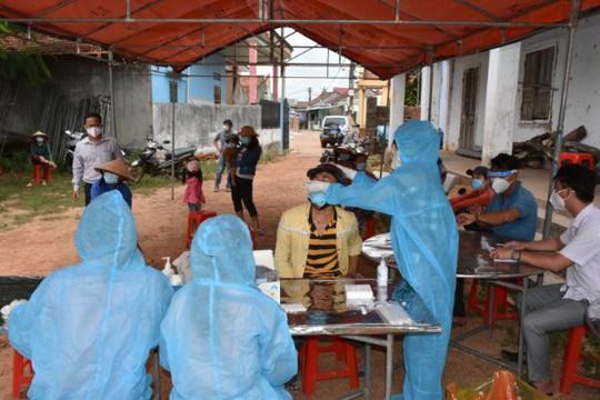 Bình Định: Phát hiện 4 nhân viên y tế huyện miền núi mắc Covid-19 - Ảnh 1.