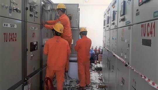 PC Quảng Ngãi: Thí nghiệm bảo trì, bảo dưỡng thiết bị TBA 110kV Mộ Đức - Ảnh 1.