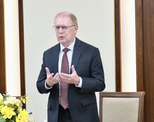 Ông Colin Richard Dinn làm Giám đốc Trung tâm Ngân hàng số của Vietcombank - Ảnh 1.