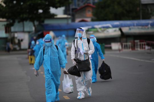 Danh sách 620 người dân Phú Yên được đón về quê từ TP HCM - Ảnh 2.