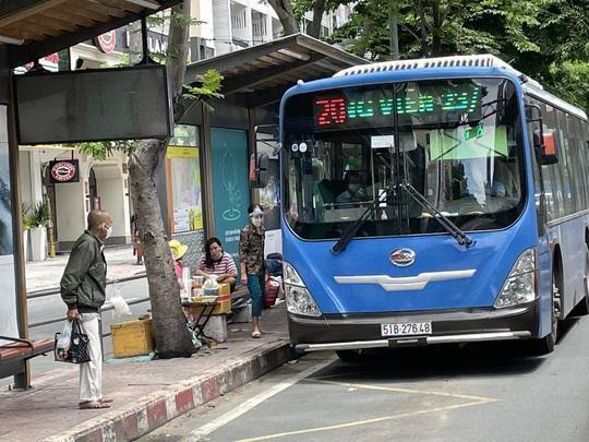 TP HCM: Đề xuất cho xe buýt, taxi, ôtô công nghệ hoạt động lại từ 1-10 - Ảnh 1.