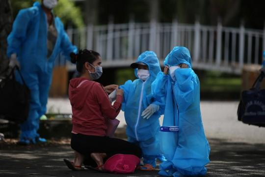 Phú Yên đưa 426 người dân kẹt ở Bà Rịa - Vũng Tàu về quê - Ảnh 3.