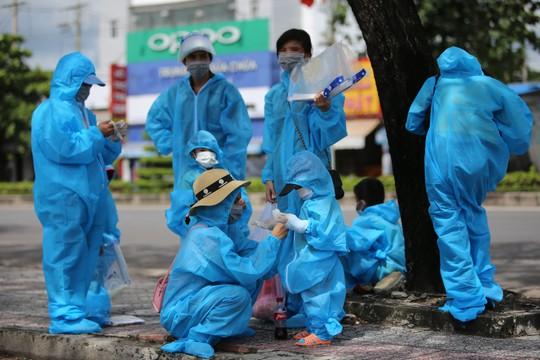 Phú Yên đưa 426 người dân kẹt ở Bà Rịa - Vũng Tàu về quê - Ảnh 2.