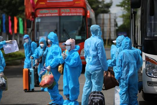 Phú Yên đưa 426 người dân kẹt ở Bà Rịa - Vũng Tàu về quê - Ảnh 5.
