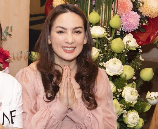 Cả showbiz Việt xót thương khi hay tin ca sĩ Phi Nhung qua đời: Lan Ngọc buồn bã, Đan Trường xúc động nói lời tiễn biệt - Ảnh 13.