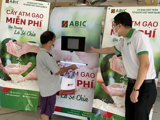 Trách nhiệm xã hội của doanh nghiệp từ cây ATM gạo của Bảo hiểm Agribank - Ảnh 1.