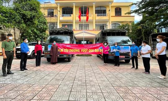 300 hộ gia đình ở TP HCM nhận thức quà quê từ tỉnh biên giới - Ảnh 3.