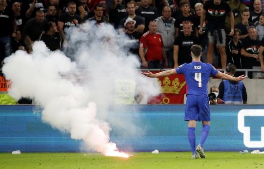 Bùng nổ muộn màng, tuyển Anh thắng 4 sao tại chảo lửa Budapest - Ảnh 1.
