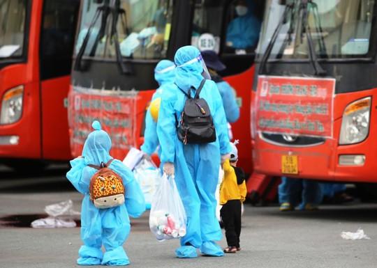 Danh sách 700 người dân Phú Yên được đón về quê từ TP HCM chiều 4-9 - Ảnh 1.