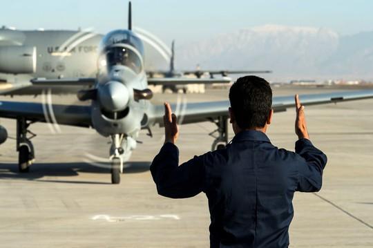 Tình cảnh bi đát của các phi công Afghanistan được Mỹ đào tạo - Ảnh 5.