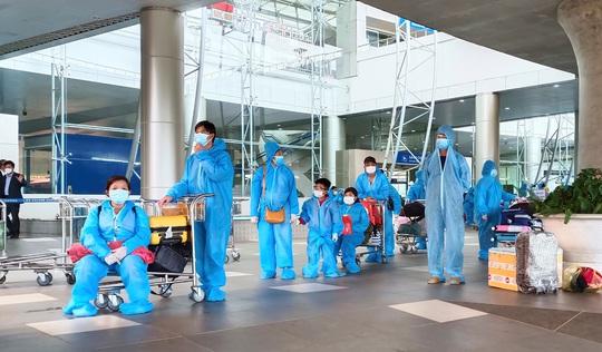 Hàng trăm thai phụ được Lâm Đồng đón về để sinh con - Ảnh 8.