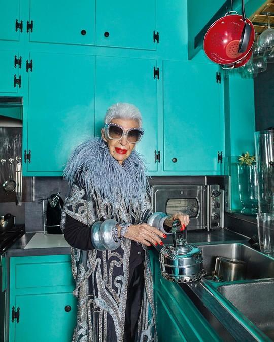 Cụ bà 100 tuổi mặc đẹp nhất thế giới - Ảnh 10.